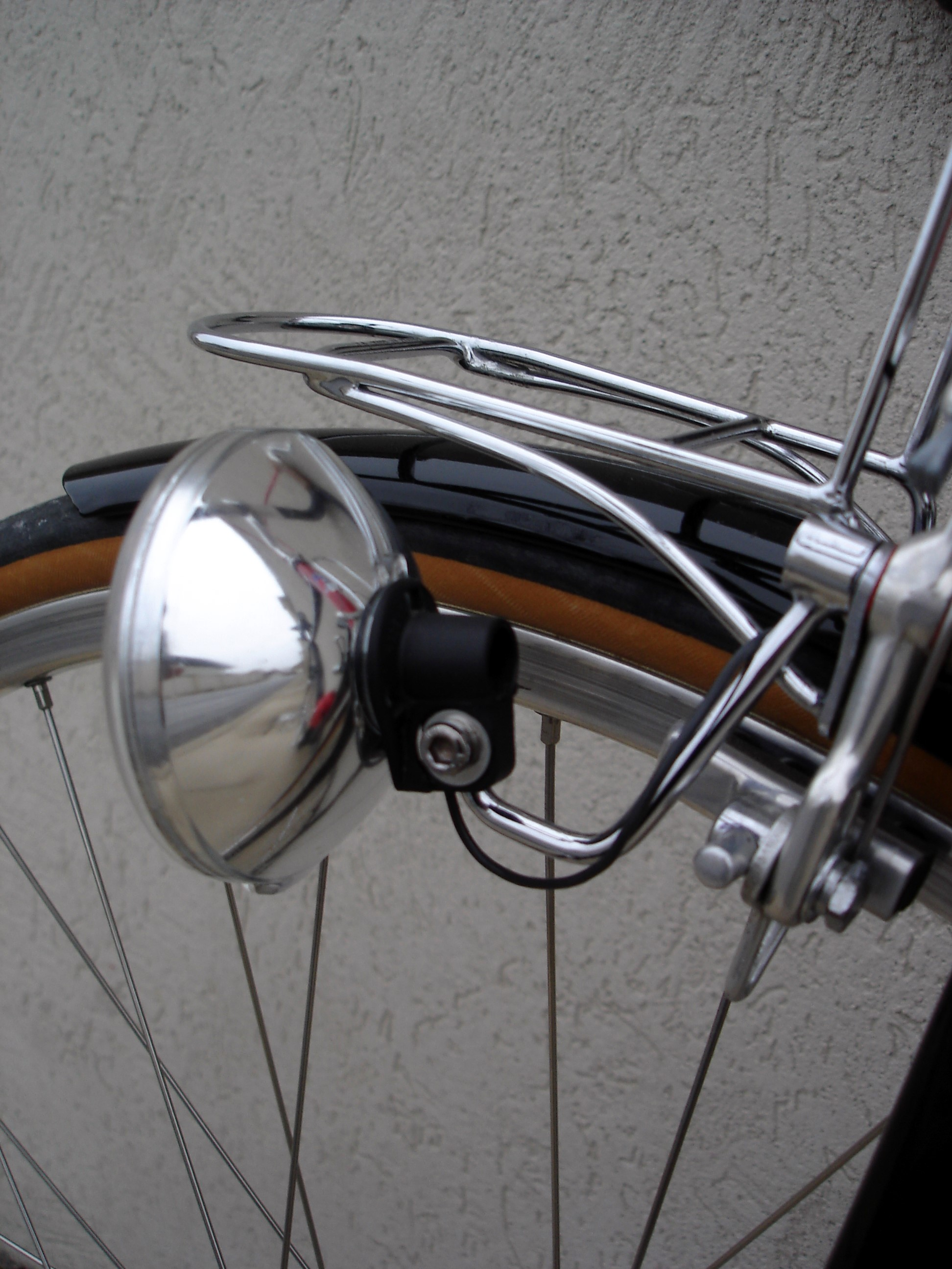 BIKE DYNAMO LIGHTING 6 VOLT 3 WATT BOTTLE GENERATOR FOR BICYCLE EITHER RIGHT//LEFT FITTING VINTAGE